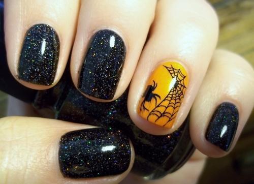 Чёрные ногти с паутиной на Хэллоуин