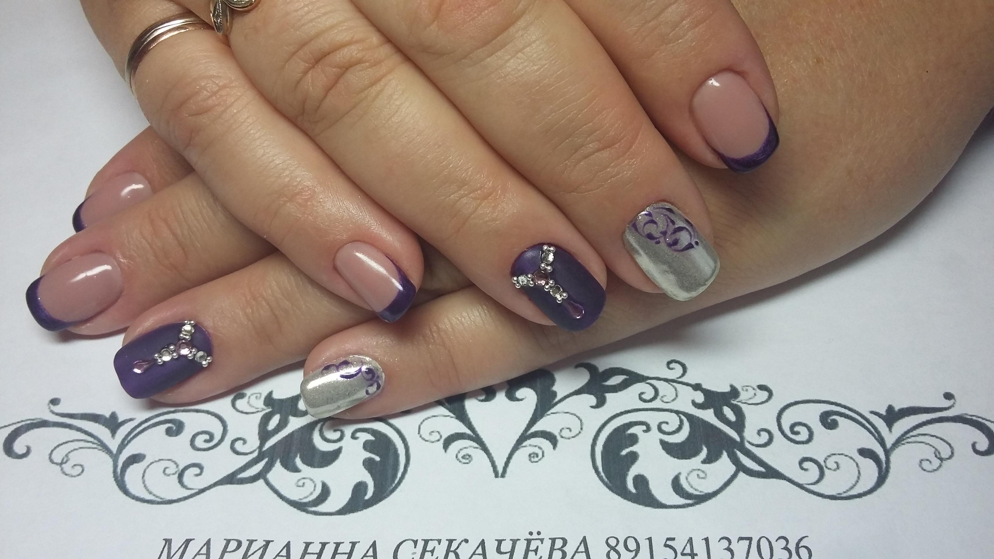 Комбинированный маникюр — фиолетовый с серебром