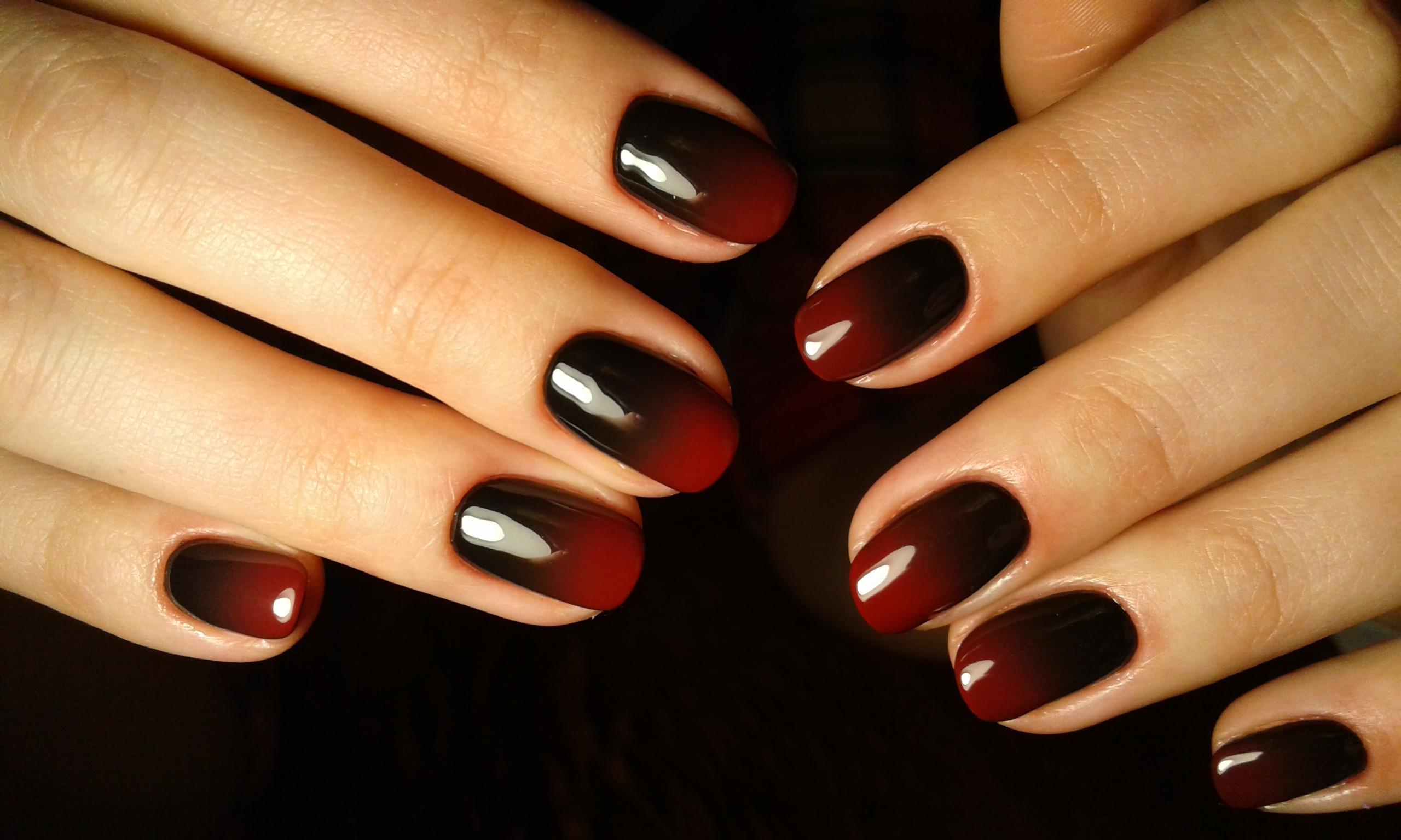 Красно-черное омбре в деловом стиле