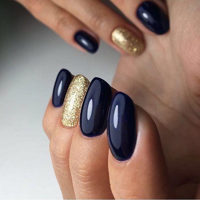 Шикарное покрытие синим гель-лаком с золотом