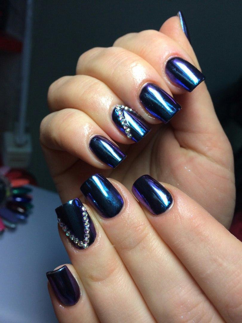 Шикарные синие ногти с зеркальным отливом