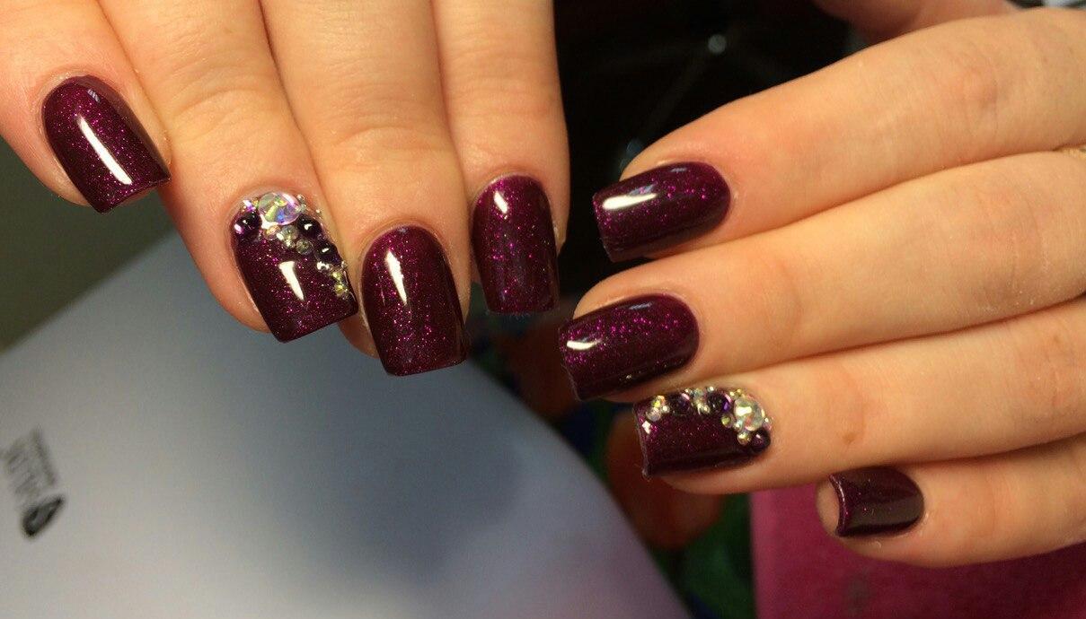 Темно-фиолетовый блестящий гель-лак