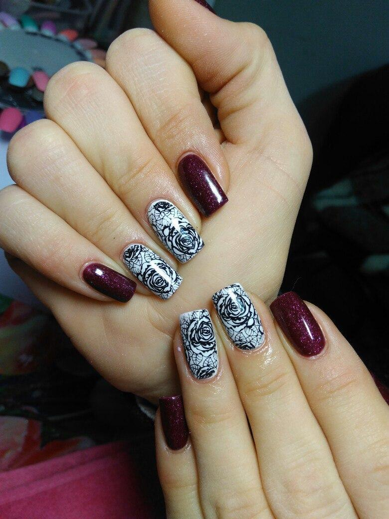 Пышная роза — стемпинг на ногтях