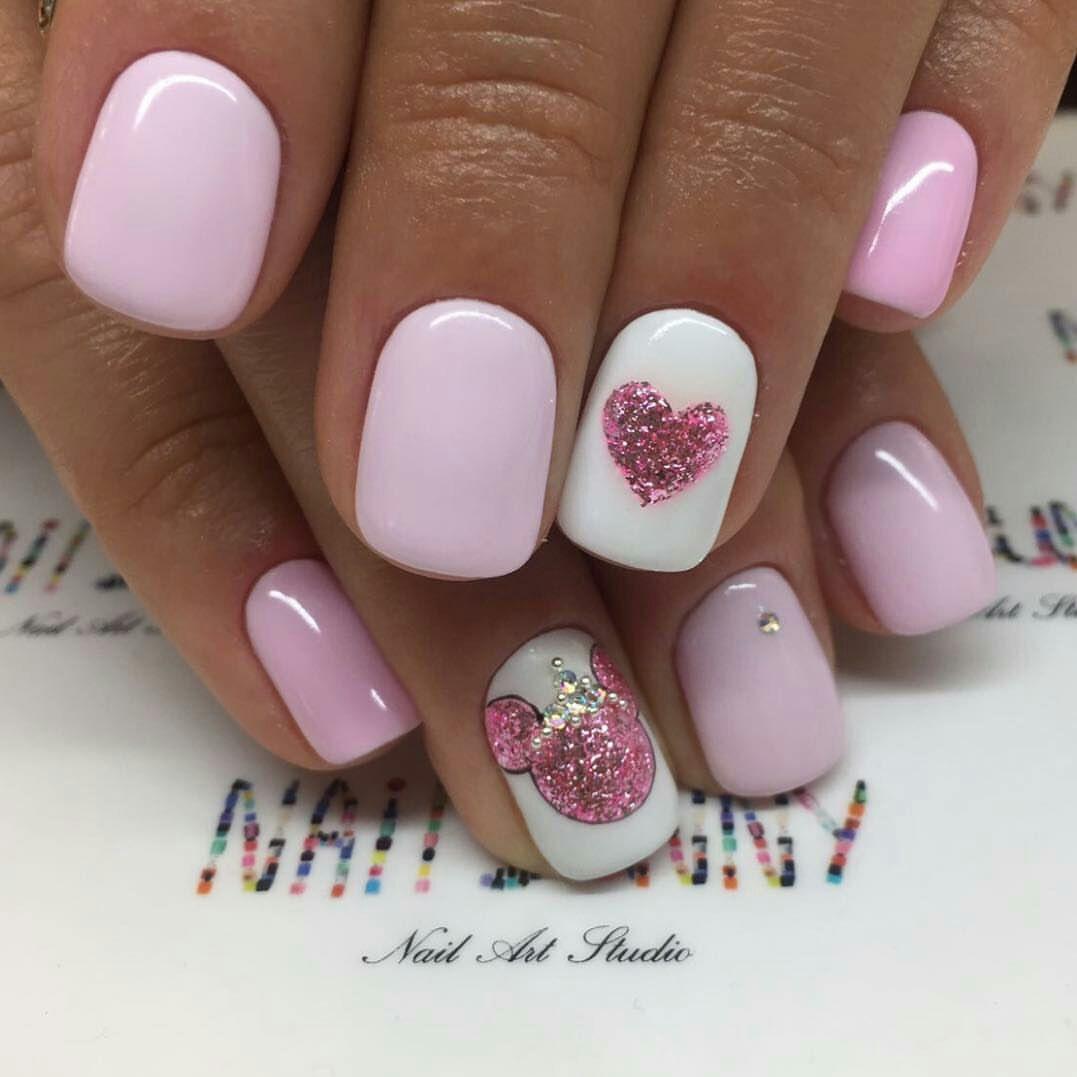 Нежные розовые ногти на день Влюбленных