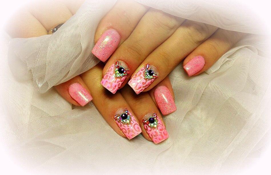 Розовый блестящий шеллак и стразы