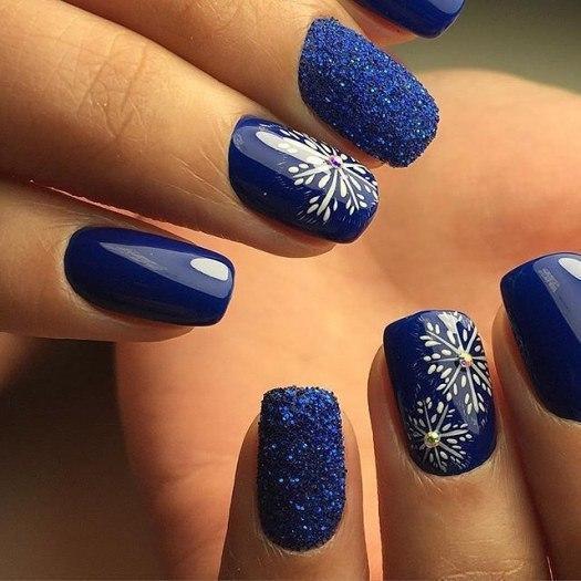 Ногти синие почему