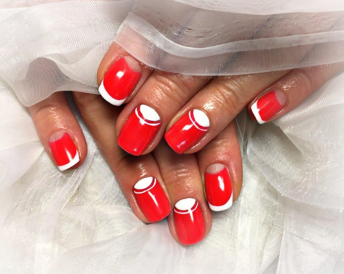 Красный шеллак с белым лунным френчем