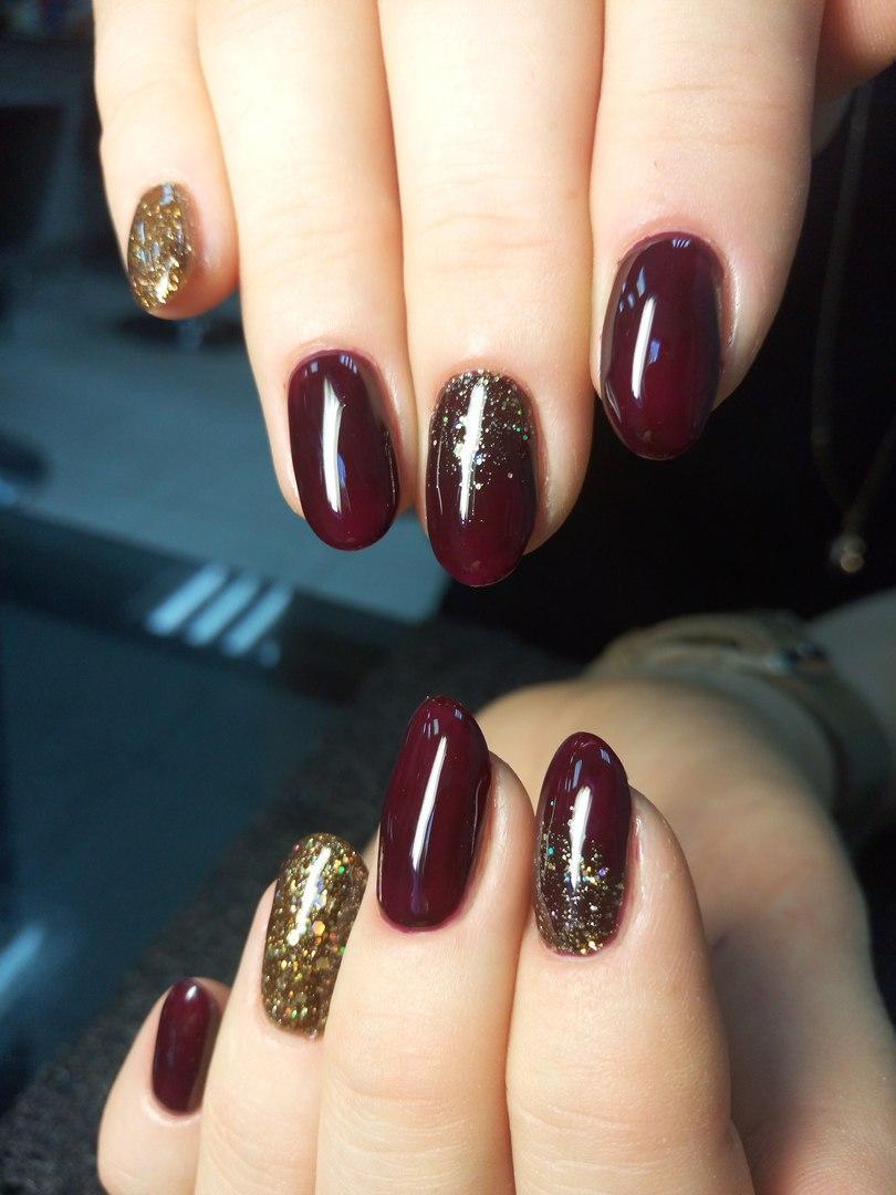 Бордовые с блестками ногти