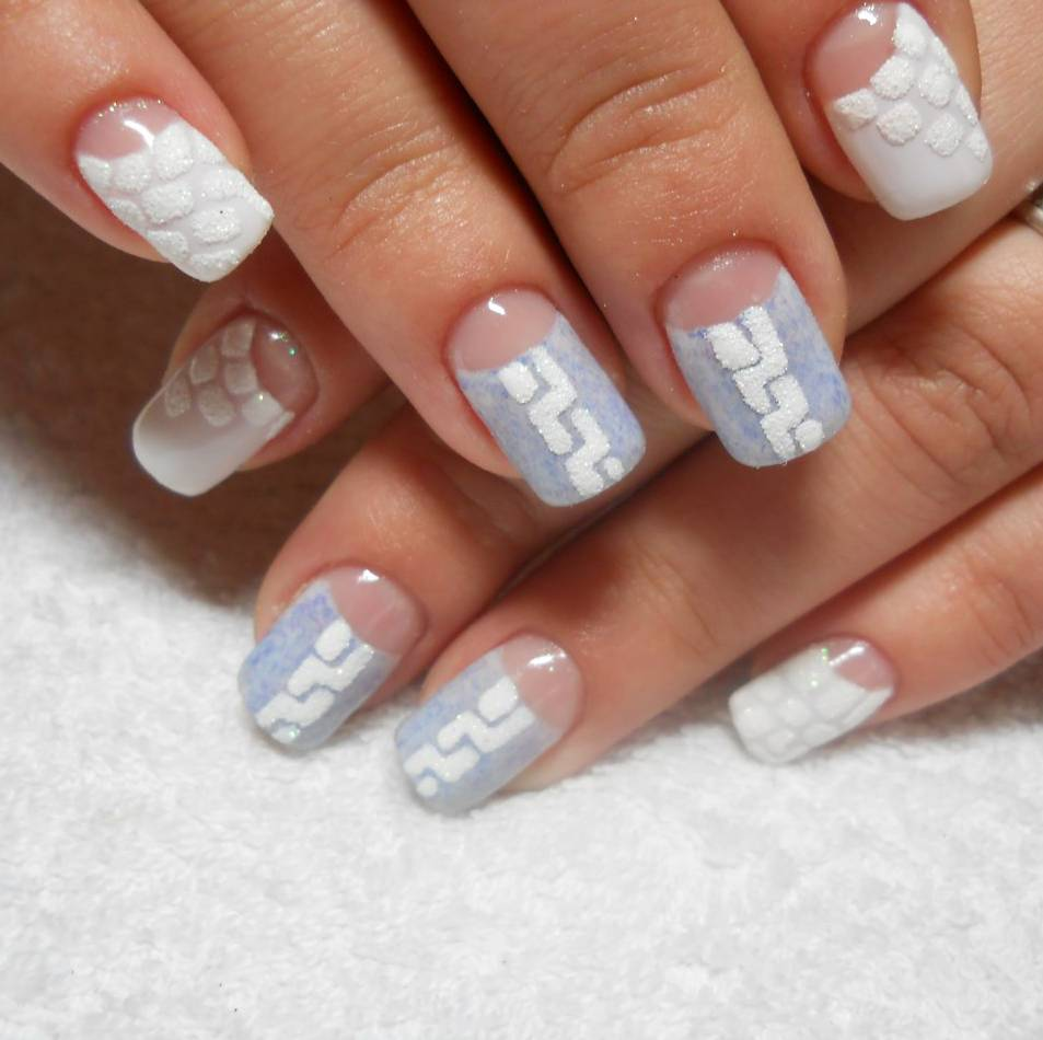 Зимний лунный френч на средние ногти