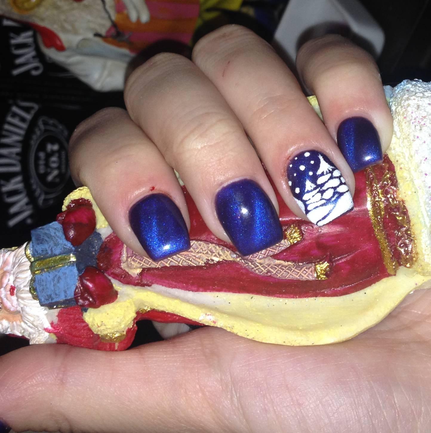 Синий магнитный маникюр для Нового года