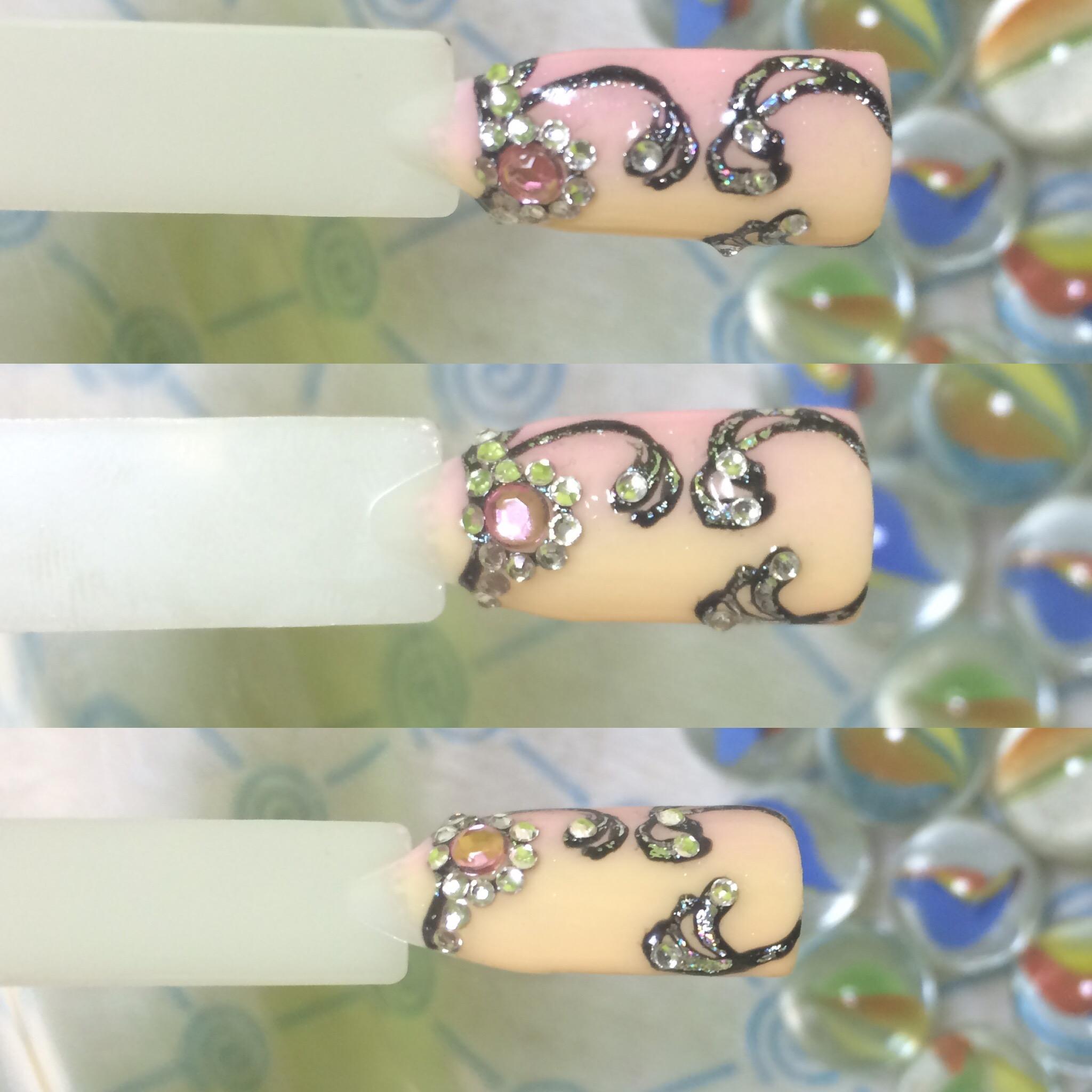 Персиковый маникюр с серебром