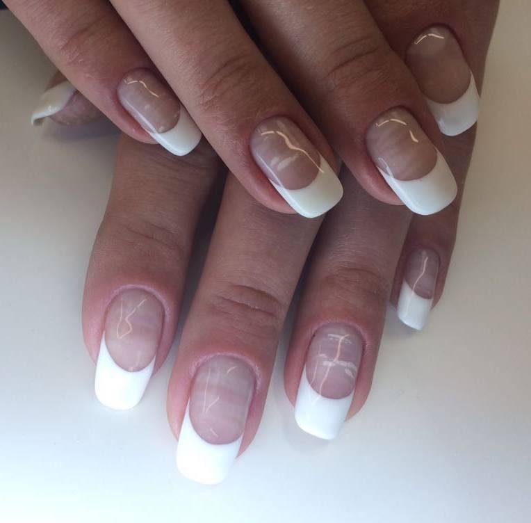 Классический френч на мраморные ногти