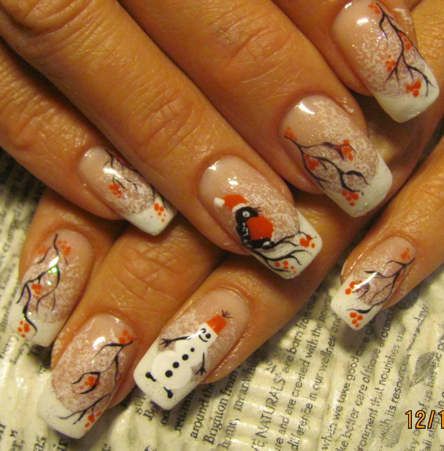 Новогодний маникюр со снегирями на длинные ногти