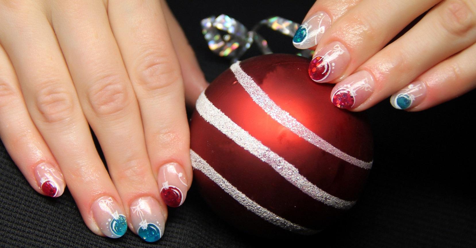 фото ногтей с новогодними шарами
