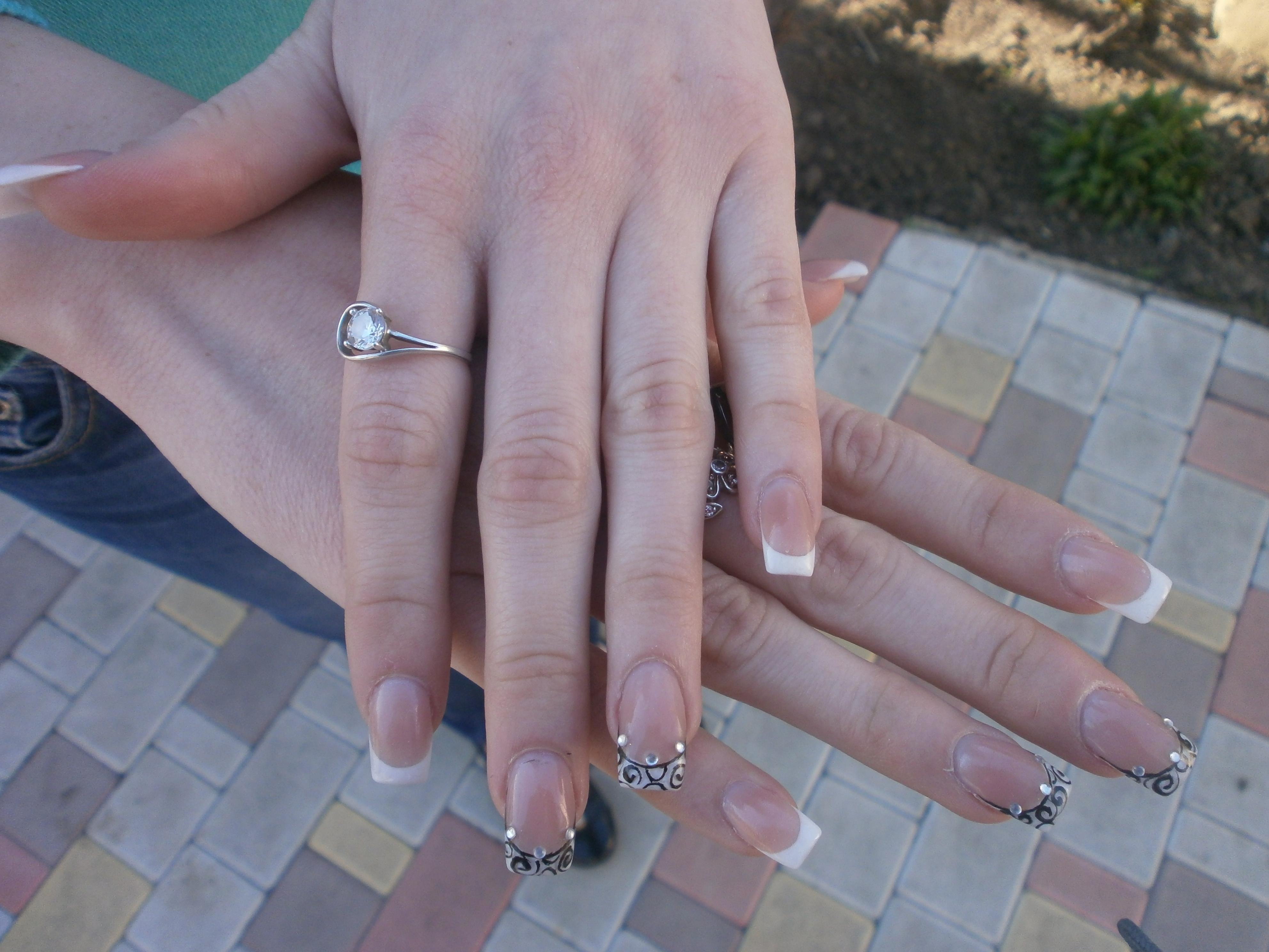 Оригинальный и белый френч для длинных ногтей