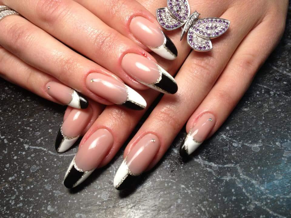 Черно-белый френч для длинных ногтей