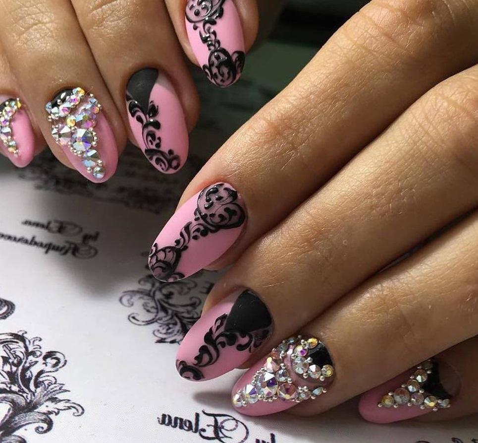 Маникюр шеллак черно розовый