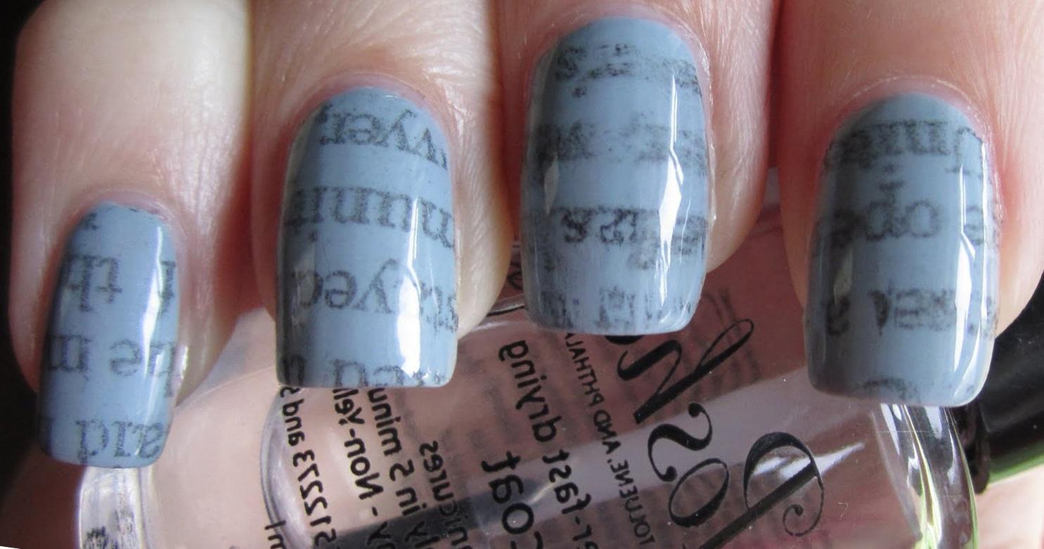 Серый газетный маникюр на длинные ногти
