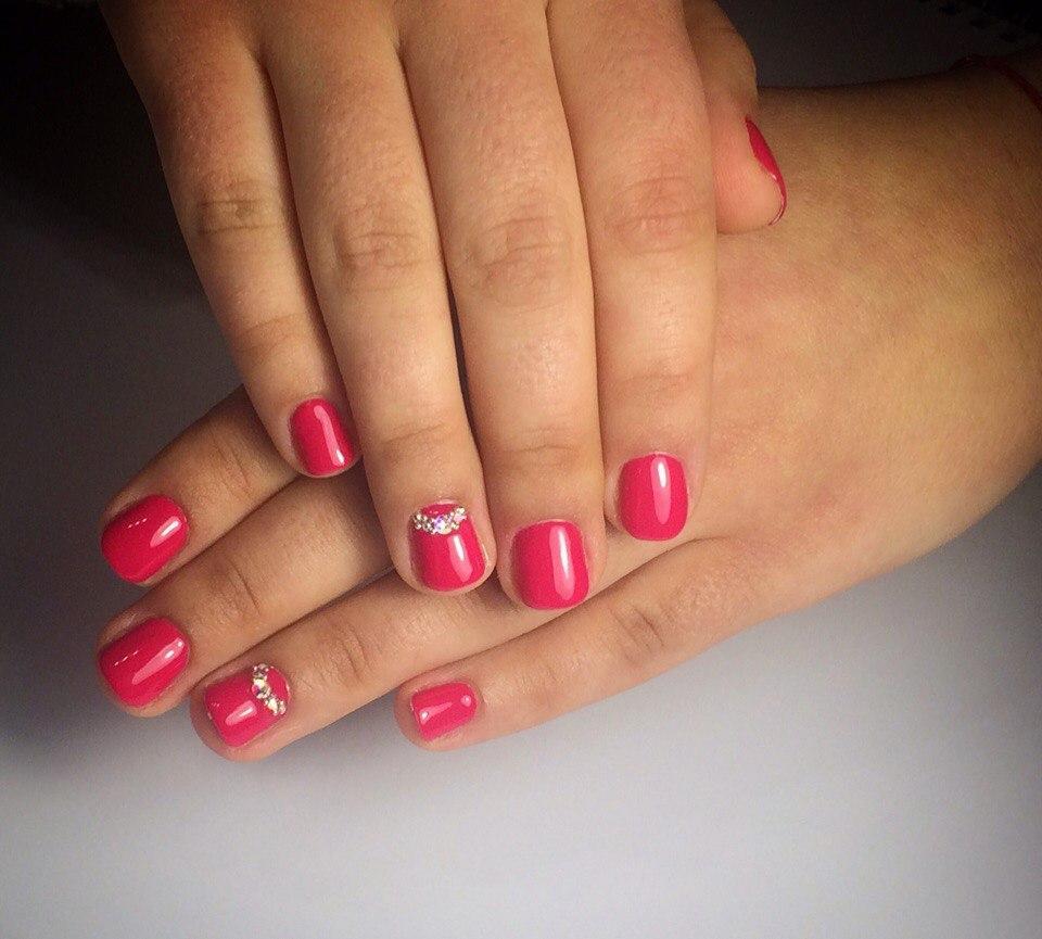 Идеальный розовый гель-лак и камни Swarovski