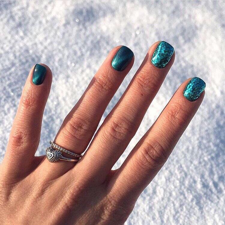 Зимняя прохлада на ногтях