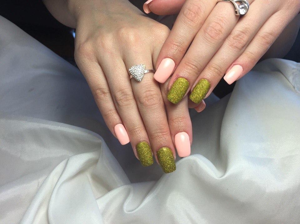 Сахарные ногти золотистого цвета