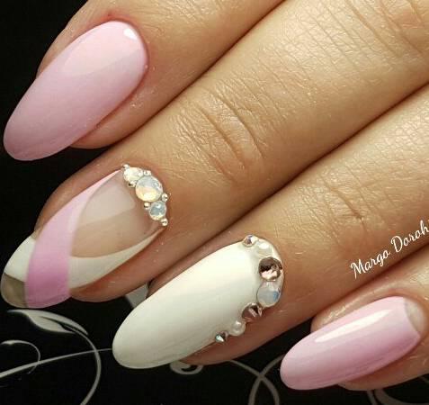 Свадебный маникюр в бело-розовом исполнении