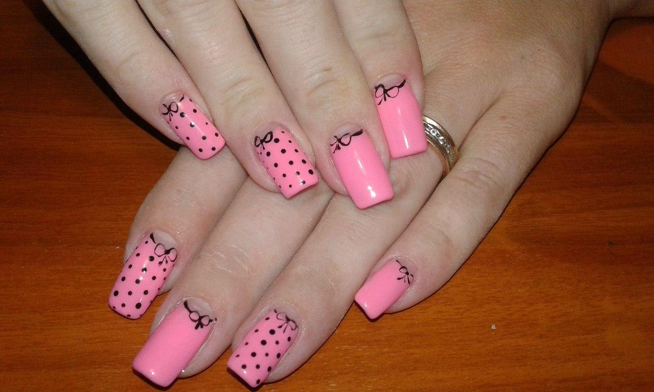 Милый розовый маникюр с бантиком