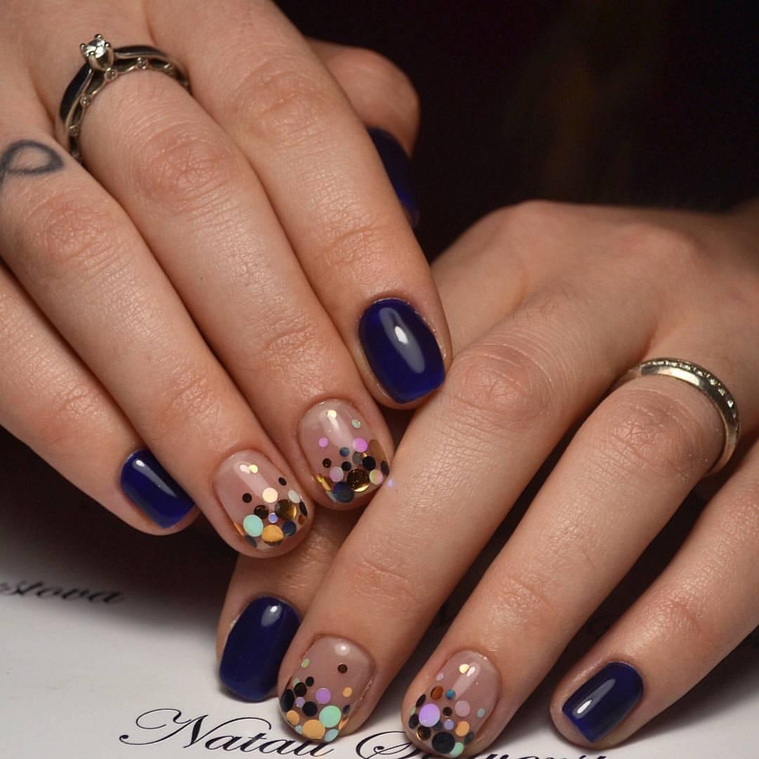 Разноцветные камифубуки на коротких ногтях