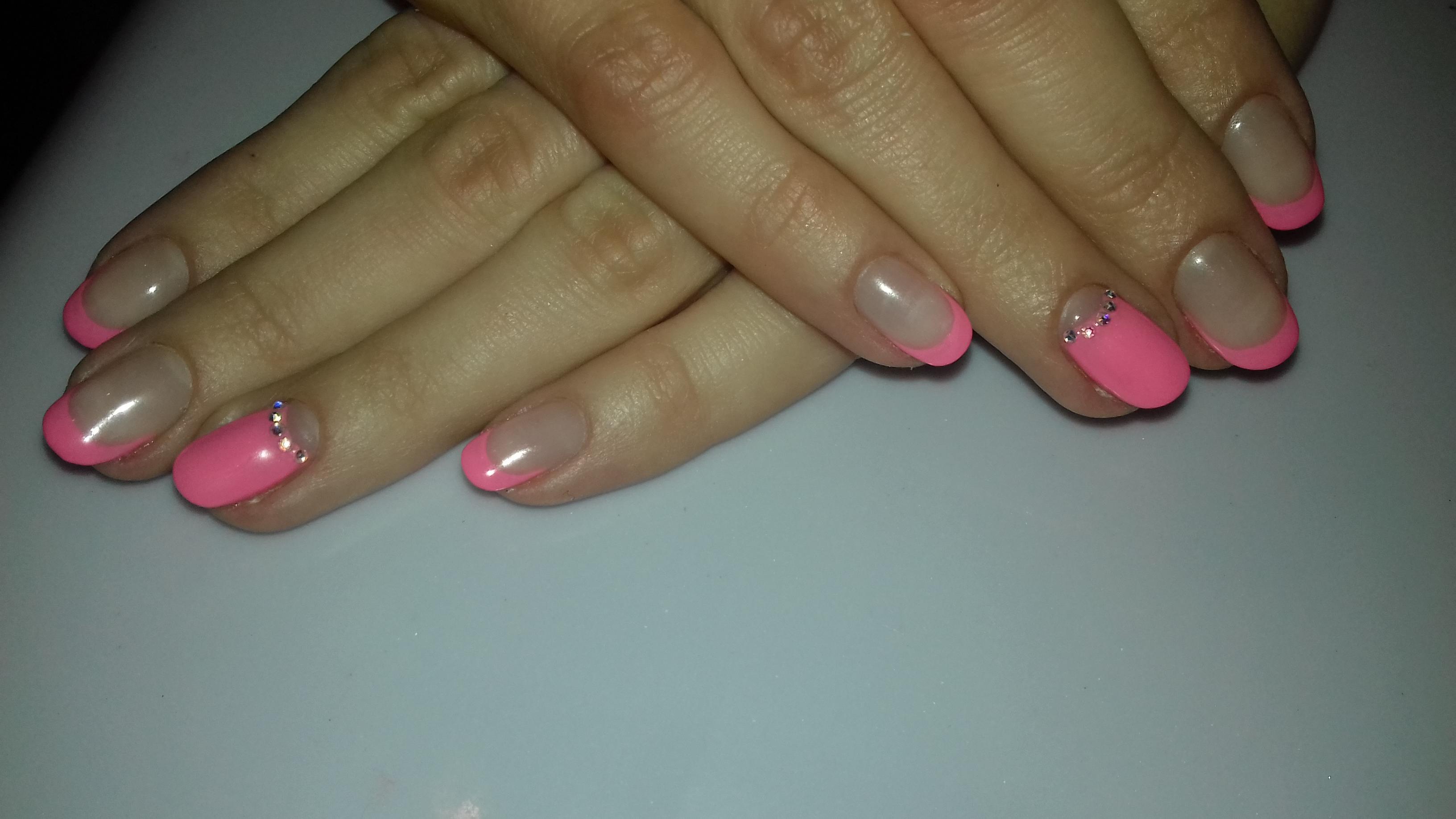 Белый и розовый френч фото на короткие ногти