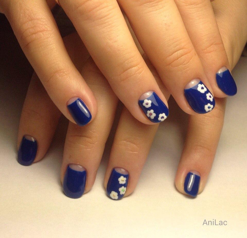Лунный френч с цветами и синий лаком