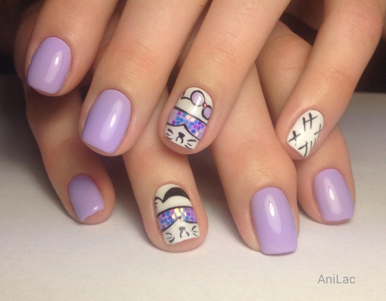 Диско-кот на ногтях лилового оттенка