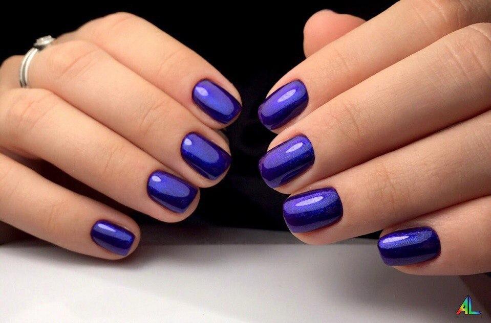 Нарядный восхитительный синий гель-лак