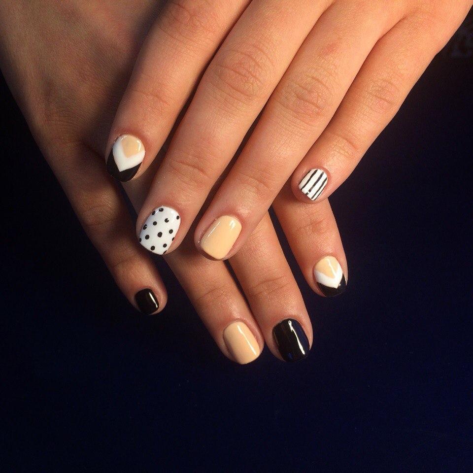 Красивые ногти в полоску и горошек