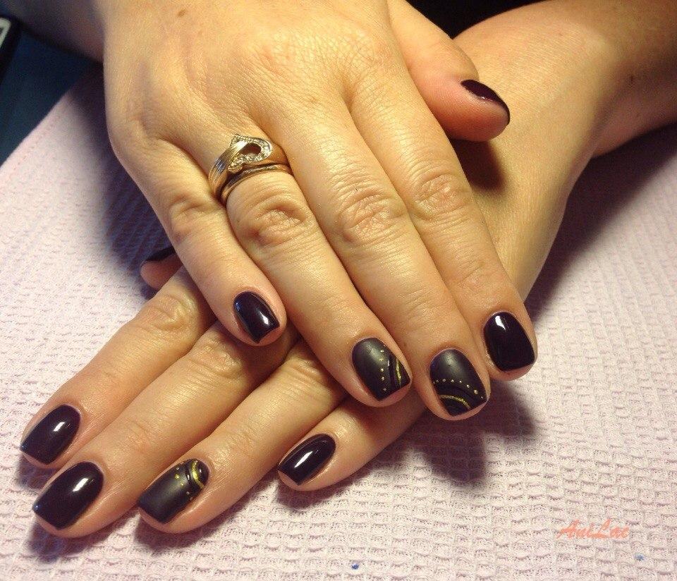 Матовый чёрный шеллак на короткие ногти