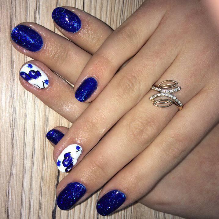 Синий зимний маникюр с варежками