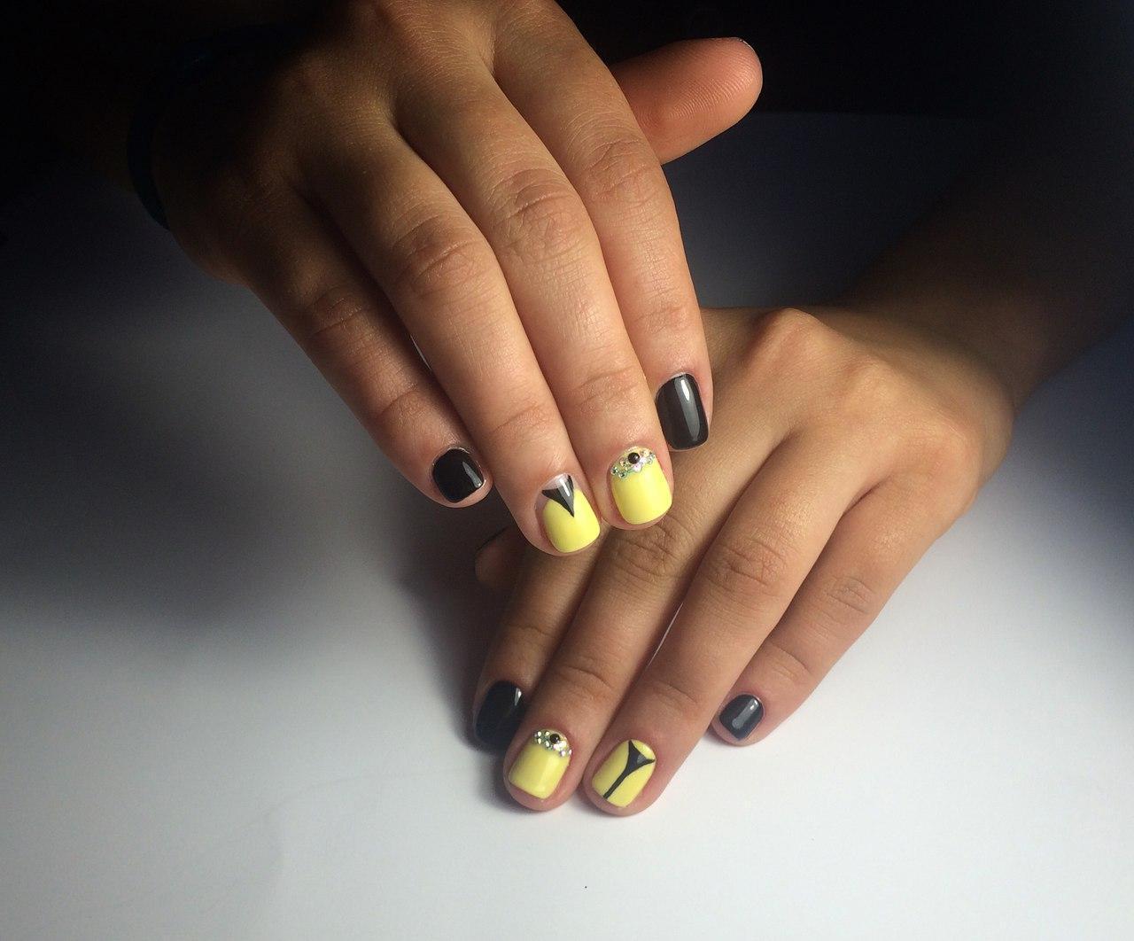 Маникюр желто бело черный