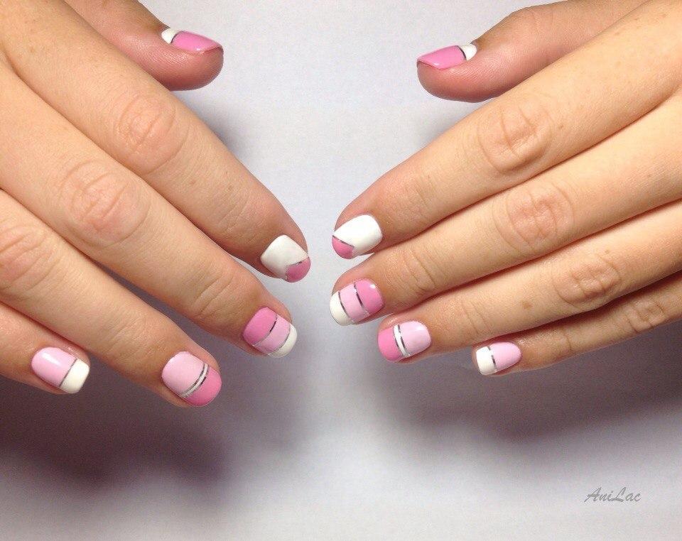 Нежный маникюр розового цвета с фольгой