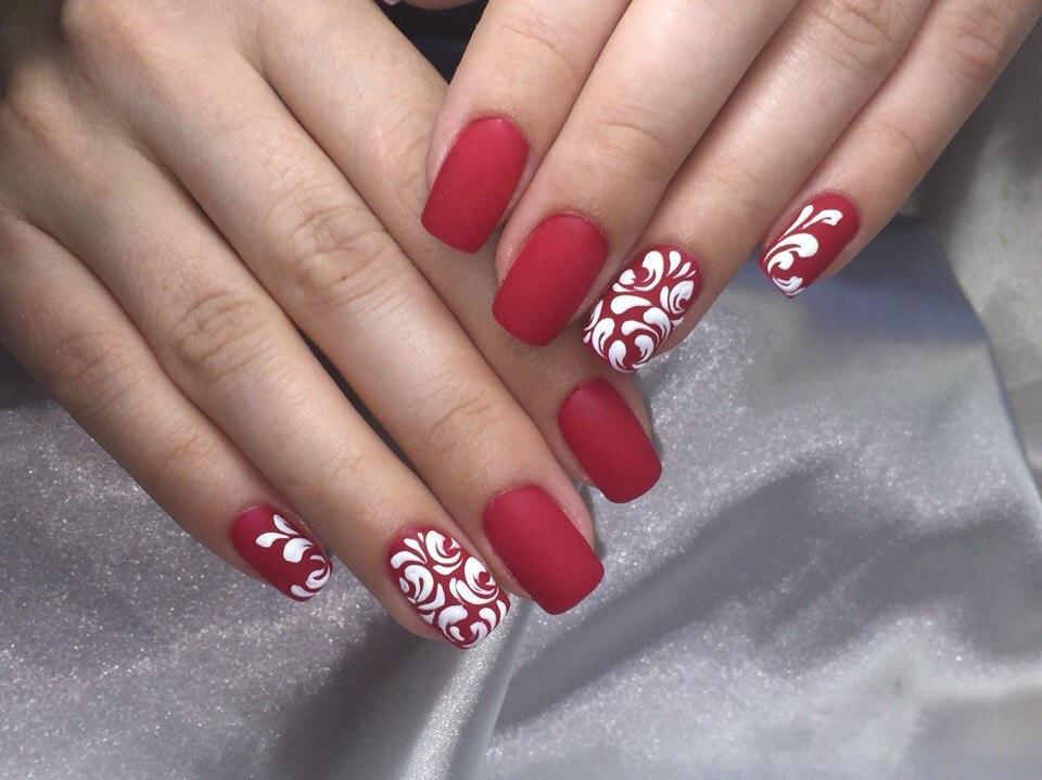 Матовый красный с бархатными узорами
