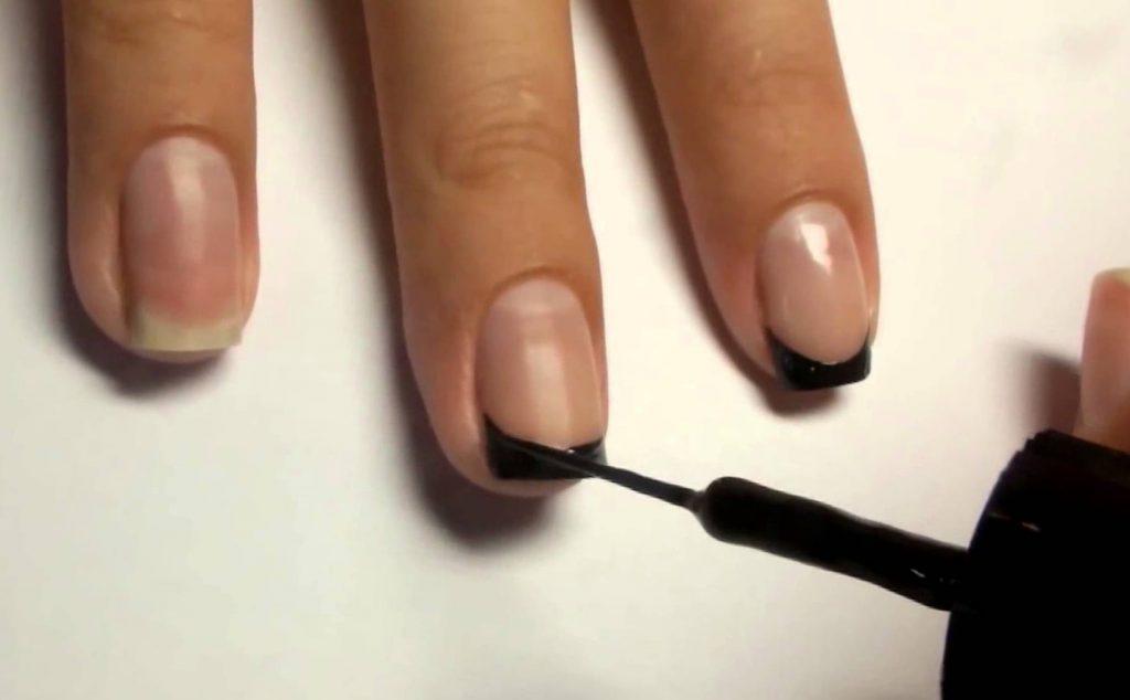 Как сделать модный домашний маникюр на коротких ногтях?