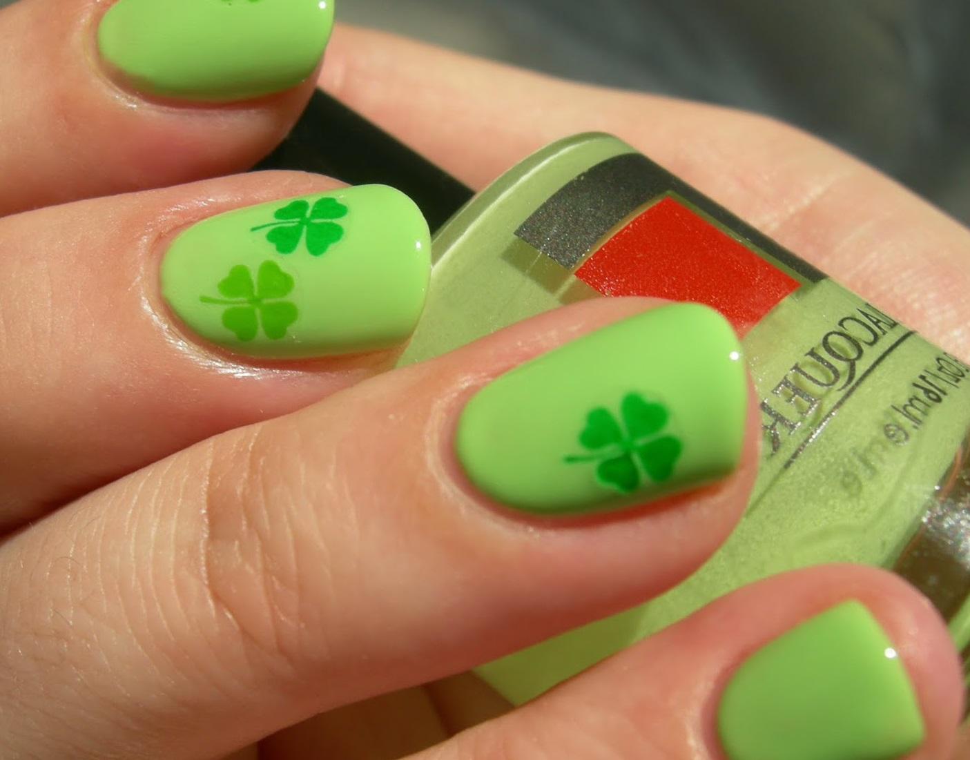 Фото ногтей с зелёным дизайном