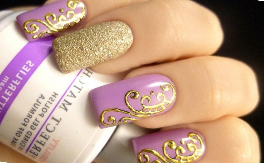 Фиолетовый маникюр с золотым литьем