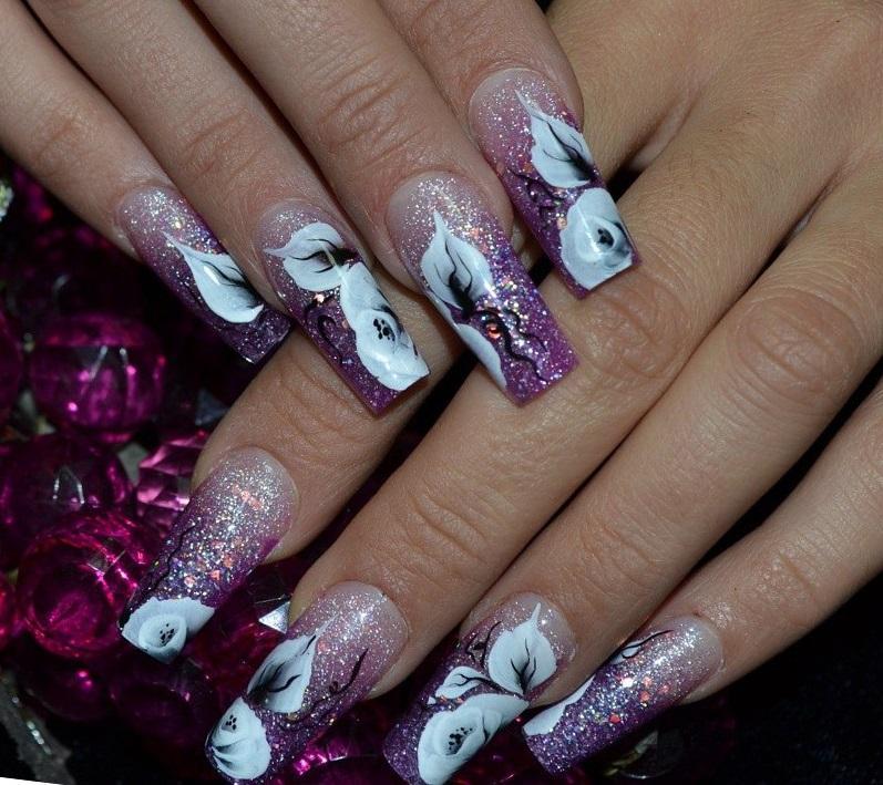 Наращенные фиолетовые ногти с блестками