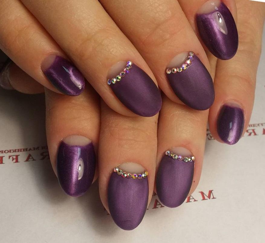 Идеи магнитного и матового в фиолетовом маникюре