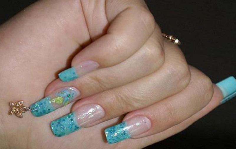 Милый пирсинг на очень длинных ногтях