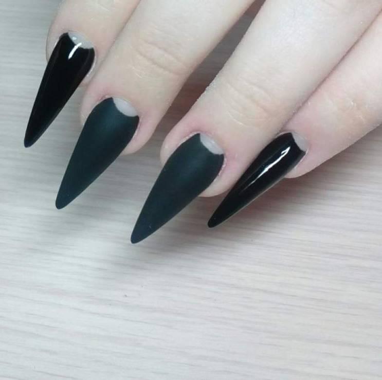 Острые ноготки с черным маникюром