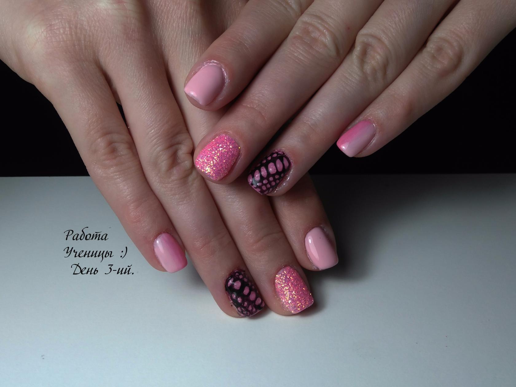 Маникюр в розовом цвете со стеганным эффектом