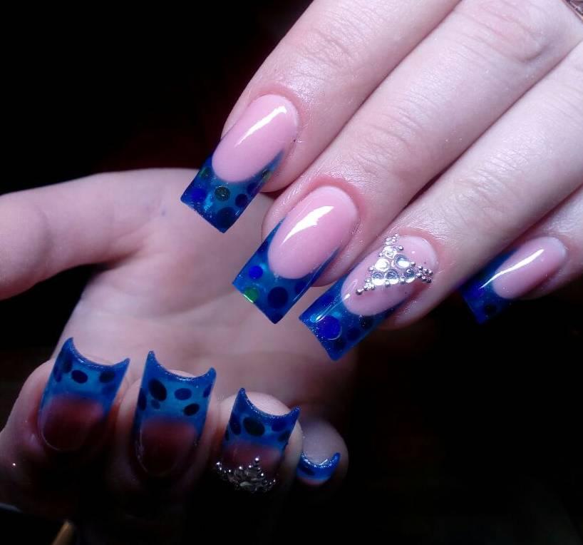 Полупрозрачный френч на наращенных ногтях