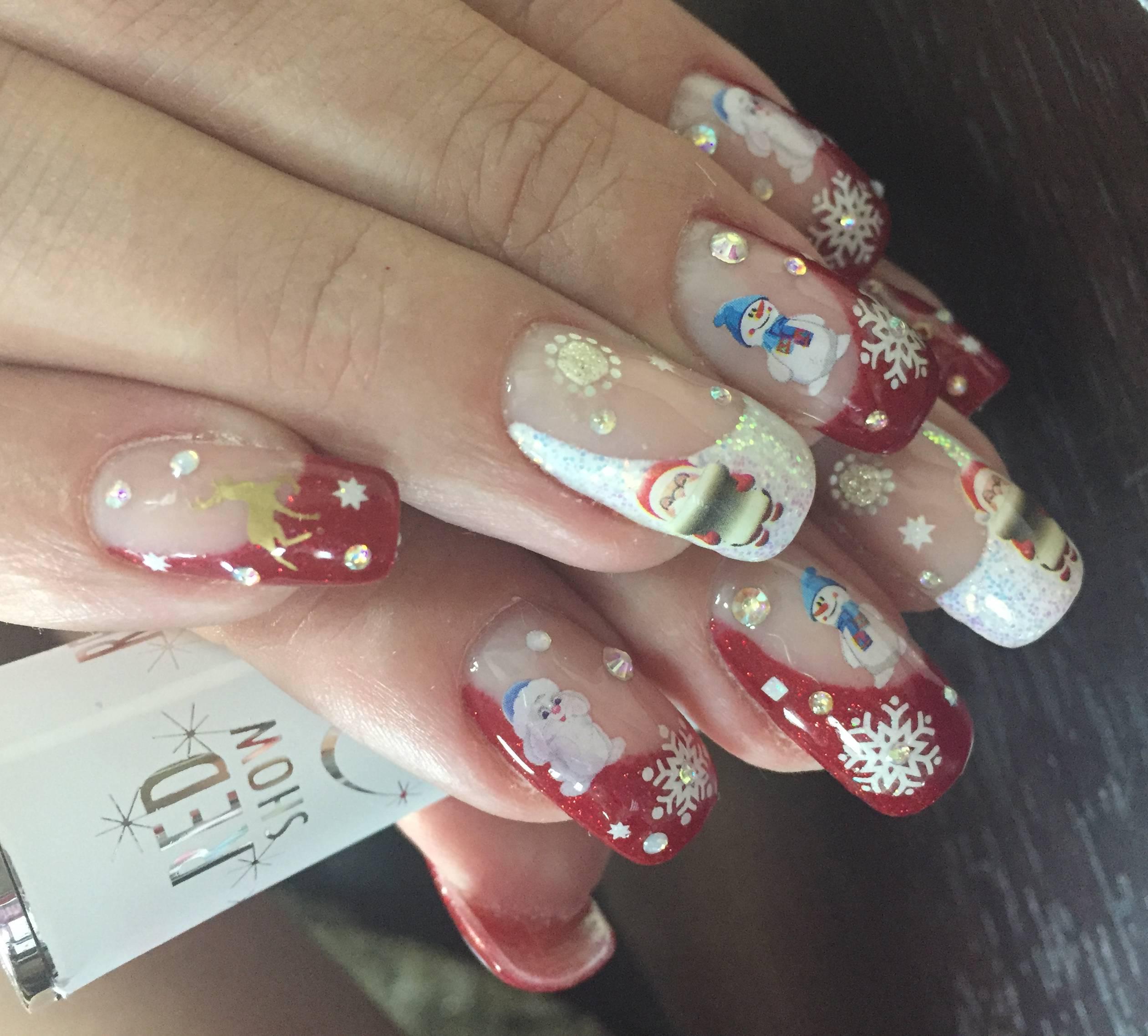 Наращенные ногти с роскошным новогодним маникюром