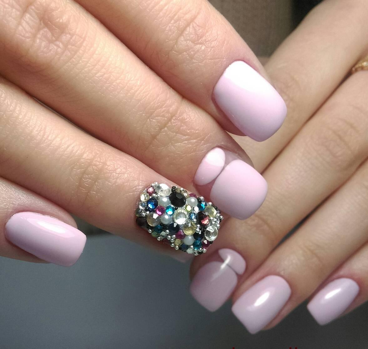 Розовый маникюр с кристаллизацией