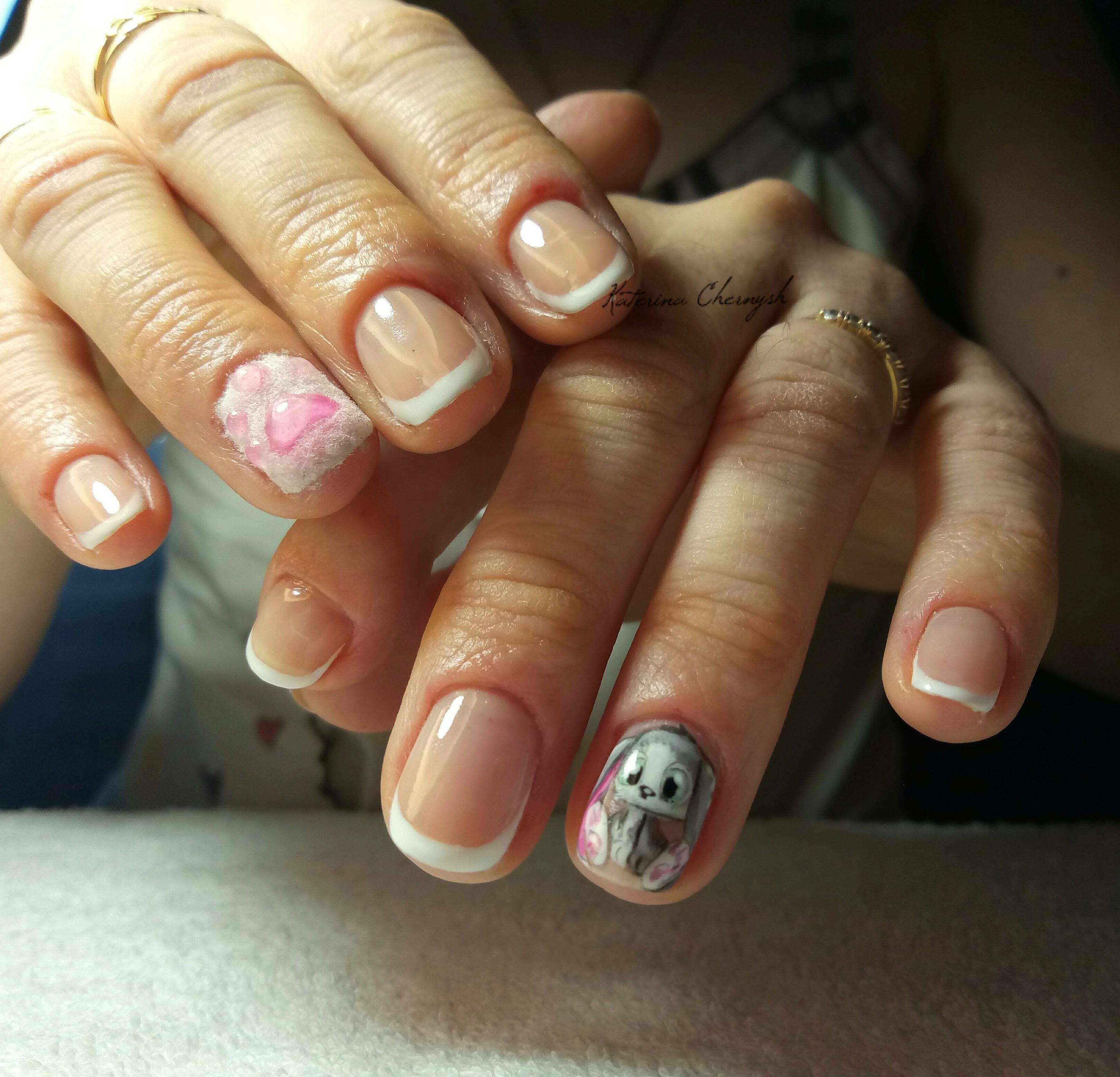 Маникюр на короткие ногти: френч и роспись